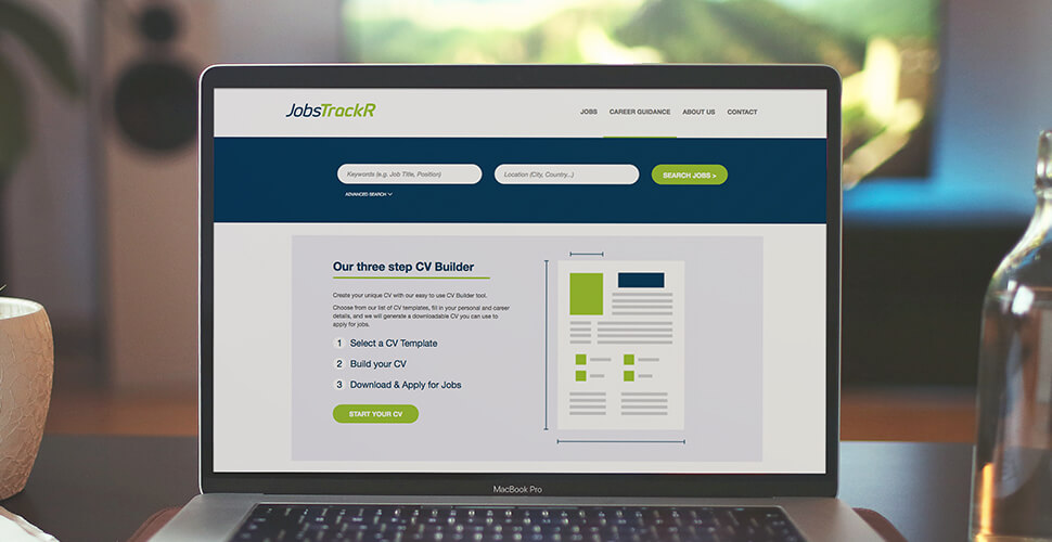 JobsTrackR CV Builder
